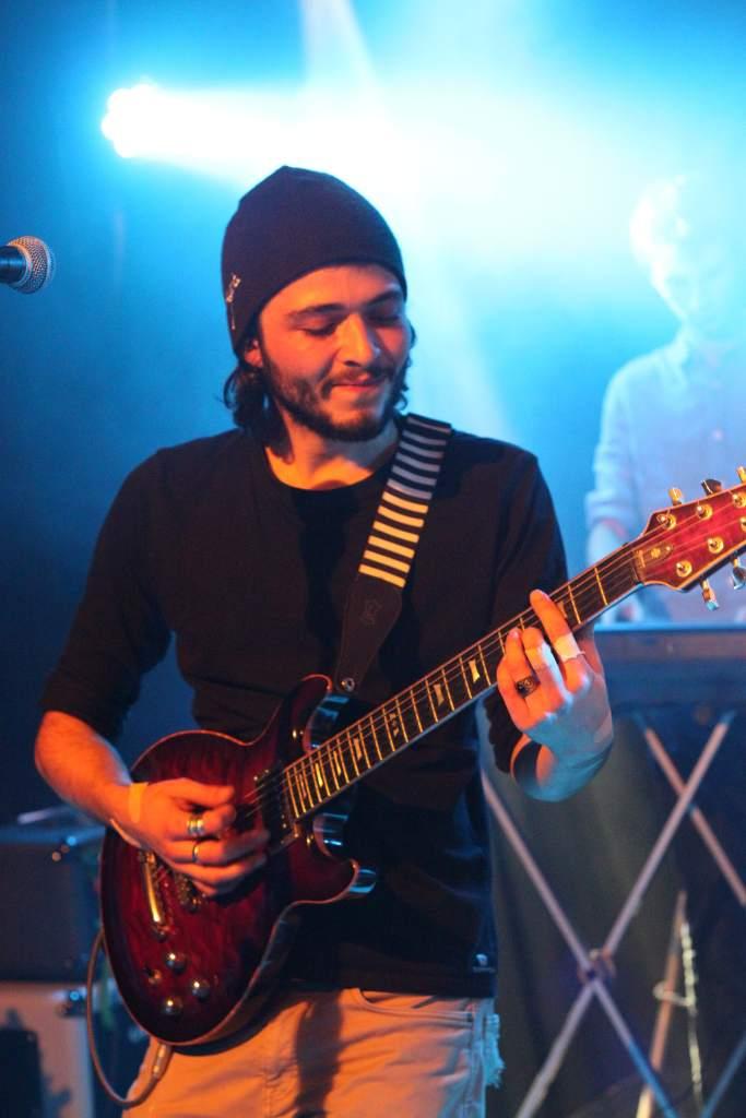 gauthier à la guitare pour la nekyia